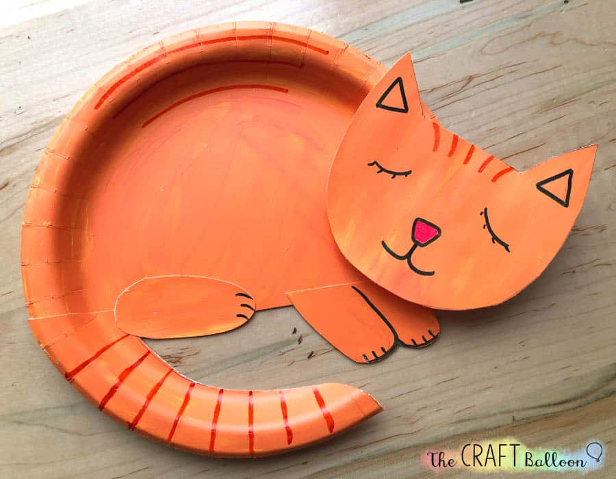 Completed paper plate cat craft